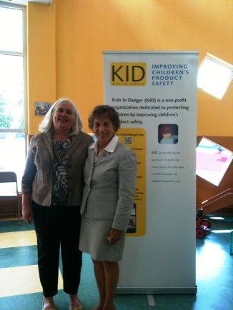 Nancy Cowles of Kids In Cars and Rep Schakowsky (D-IL)